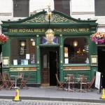 History, shopping, bagpipes mingle on Royal Mile